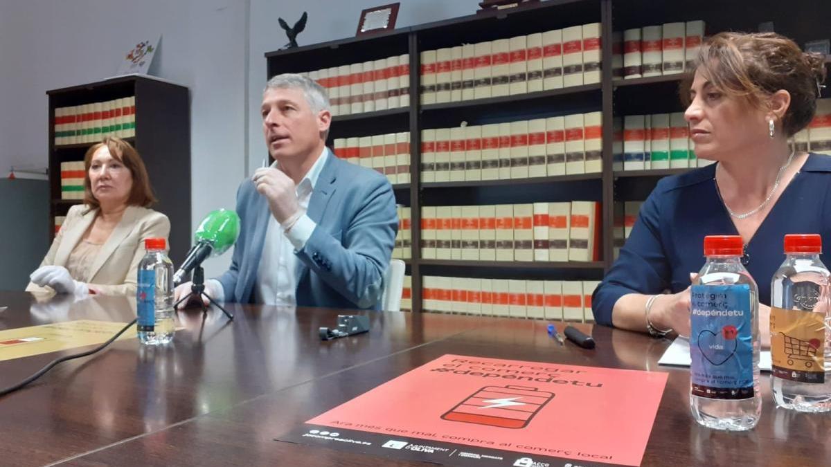 Rosa Llopis, David González y Yolanda Balaguer, en la rueda de prensa sobre comercio.