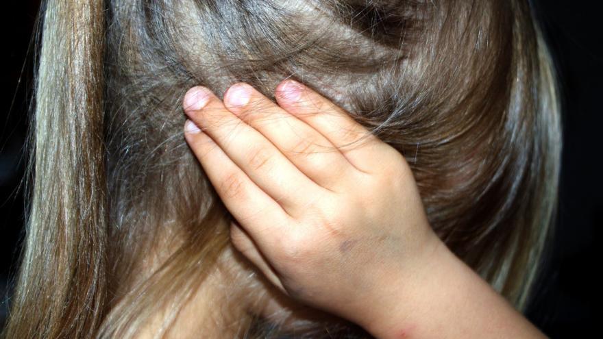 Grabó, fotografió y abusó de su hijo de dos años: ahora la Fiscalía pide ocho años de cárcel