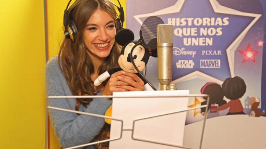 La voz de Ana Guerra viste la primera campaña de Navidad de Disney