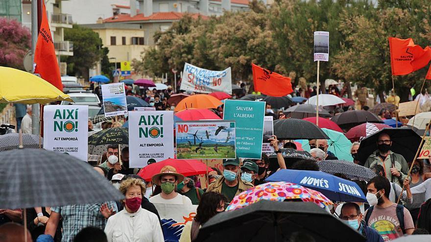 Manifestació a l'Escala contra els macroparcs eòlics, marins i solars