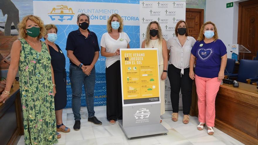 Rincón de la Victoria y la AECC ponen en marcha una campaña de prevención solar