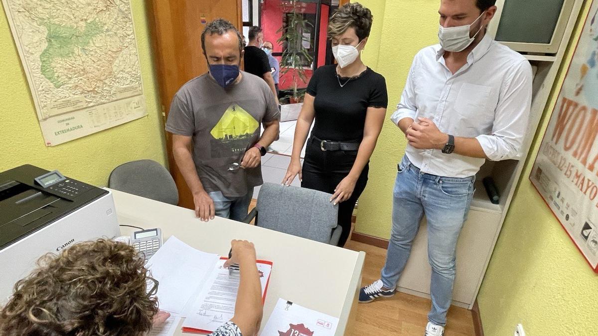 Miguel Ángel Morales registra su precandidatura junto a Álvaro Sánchez Cotrina y María Alías Cortés.