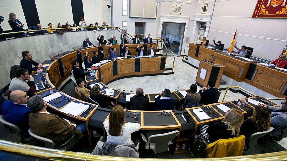 Pleno de la Diputación de Alicante celebrado antes de la pandemia.