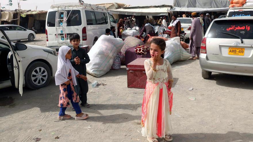 Los talibanes entran en Kabul mientras el presidente afgano huye del país