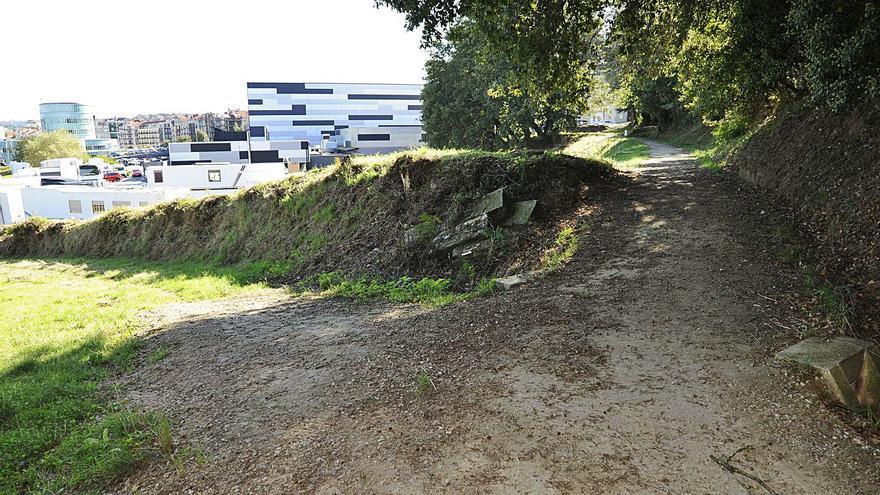 Condenan al Concello por ocupar una finca en Donramiro para construir una senda peatonal