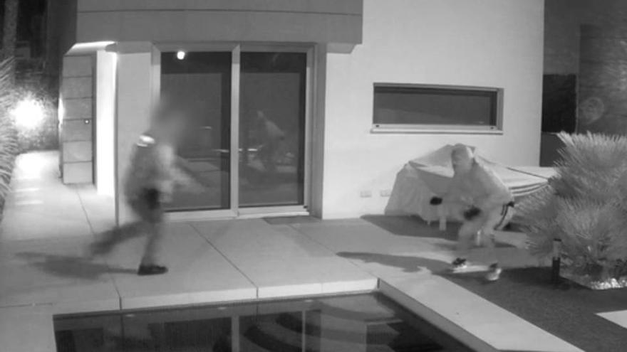 Vídeo de la detención de un menor al que la Guardia Civil y la Policía Local de Guardamar sorprendieron en el asalto a una vivienda