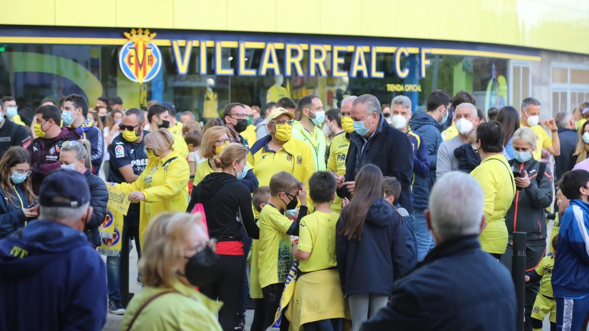 El presidente del Villarreal, Fernando Roig, a su llegada al Estadio de la Cerámica.