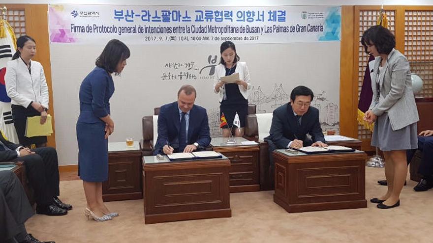 La capital y Busan colaborarán en el sector naval y la formación