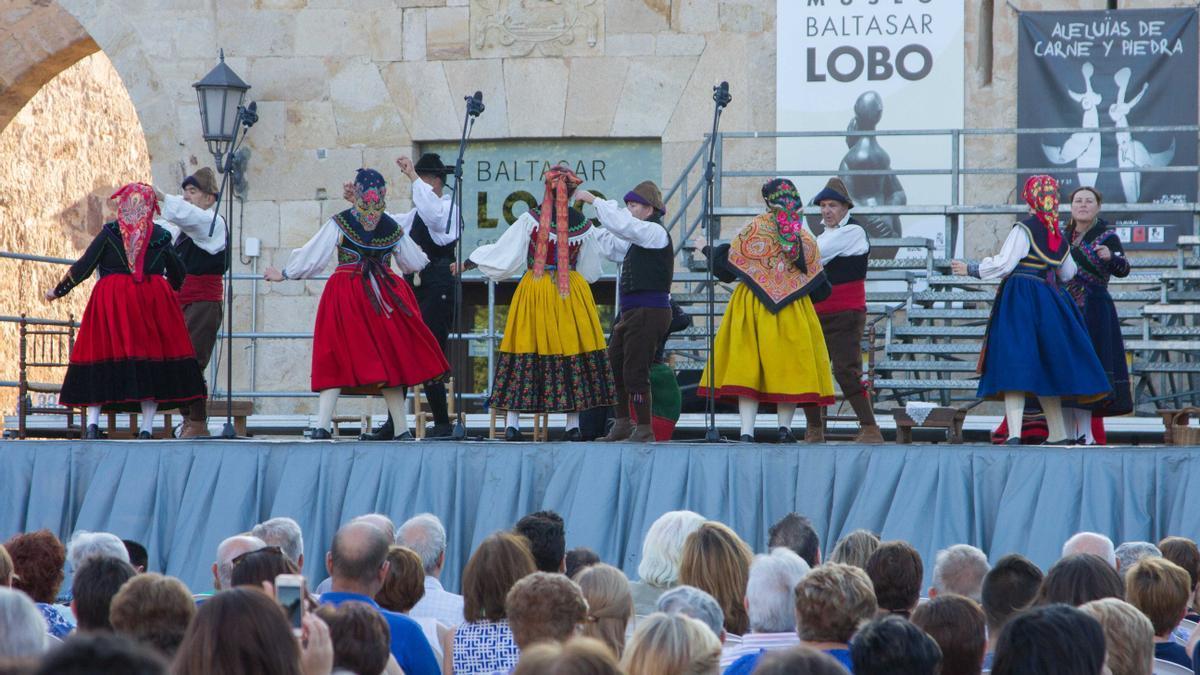Actuación de Bajo Duero en la plaza de la Catedral