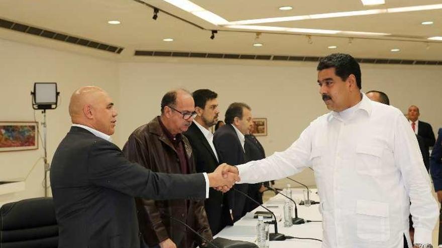 Oposición y chavismo abren el diálogo en Venezuela sin el partido de López