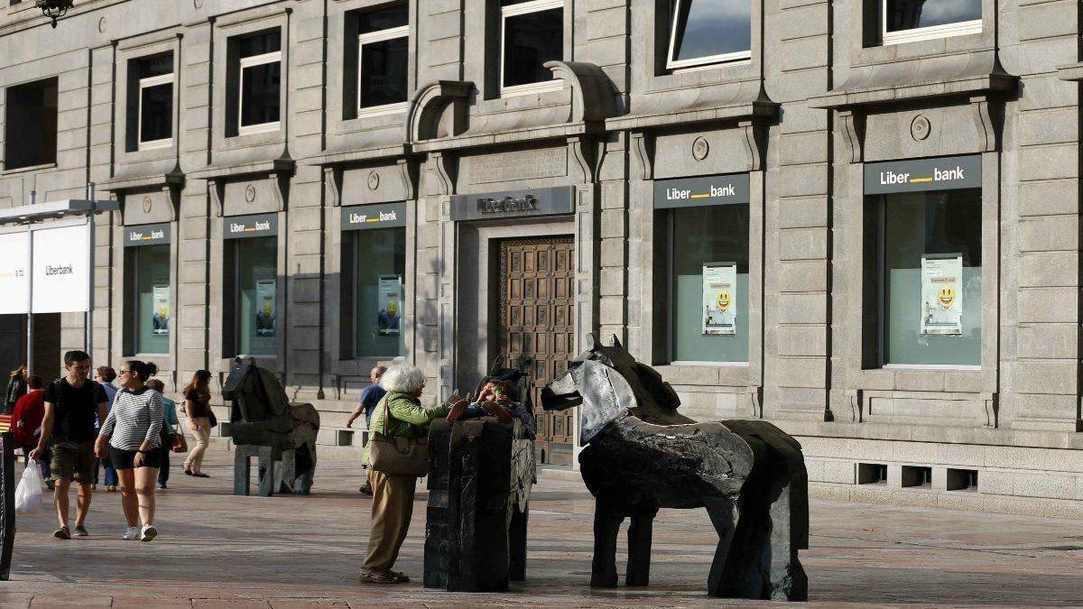 Los consejos de Unicaja y Liberbank aprueban crear el quinto mayor banco de España