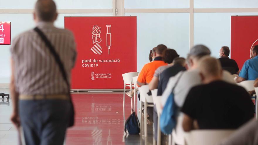 La Generalitat ya ha vacunado a casi 100.000 pacientes de otras comunidades y países