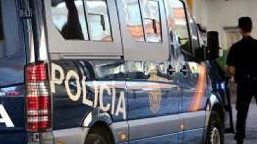 Detingut per entrar en una residència i abusar sexualment d'una dona gran