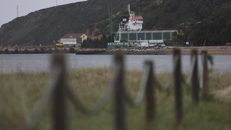 """Los 12 tripulantes de una draga en reparación en Avilés denuncian vivir a bordo en """"condiciones insalubres"""""""