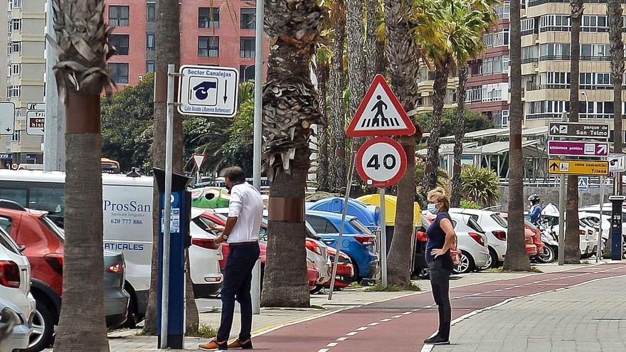 La vuelta de la zona azul a la Avenida por la tarde enfada a los usuarios