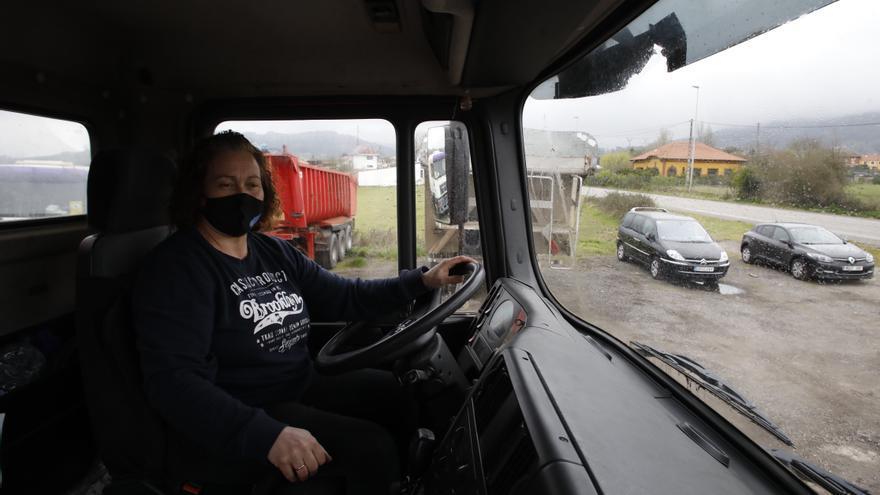 Delfina González Viejo: de formación modista, de vocación camionera