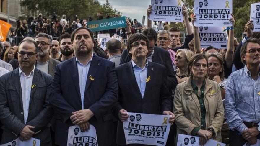 El govern es prepara per defensar les institucions catalanes