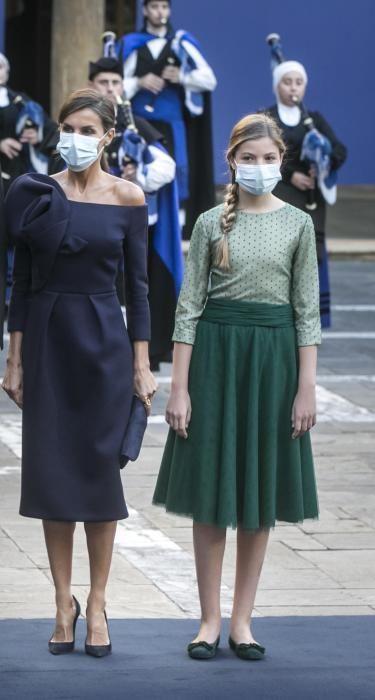 La Reina y su hija la Infanta Sofía.