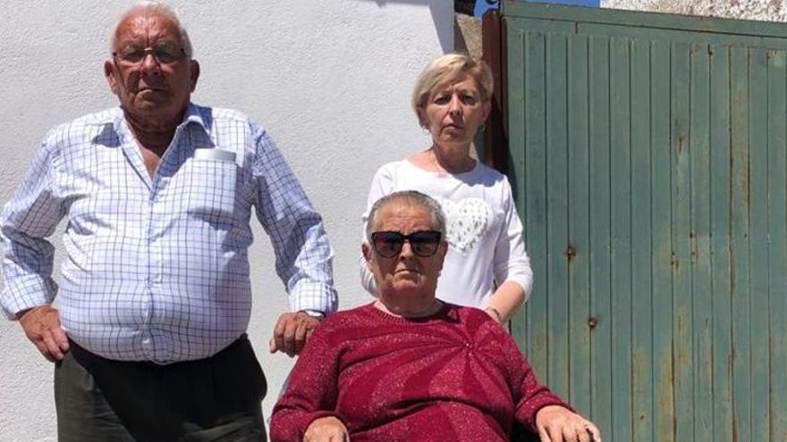 «Derivan a mi madre a Madrid para tratarse por falta de espacio»