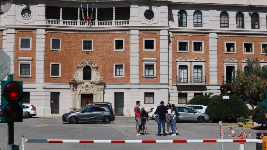 Un menor acuchilla a una profesora en un instituto de València