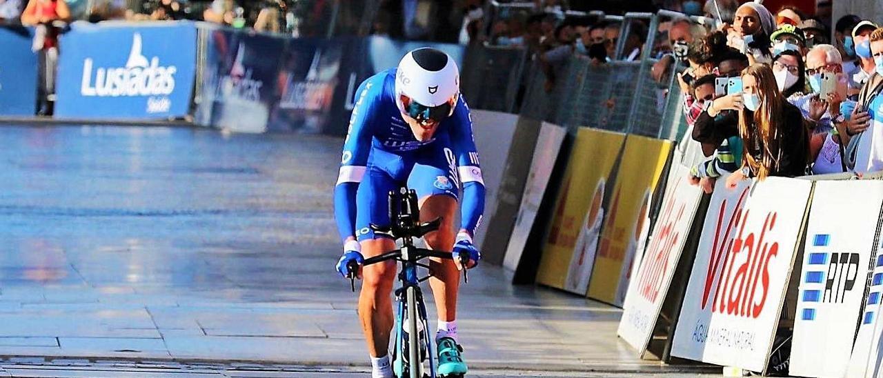 Gustavo César Veloso, con su bicicleta, ien un campeonato del pasado año.