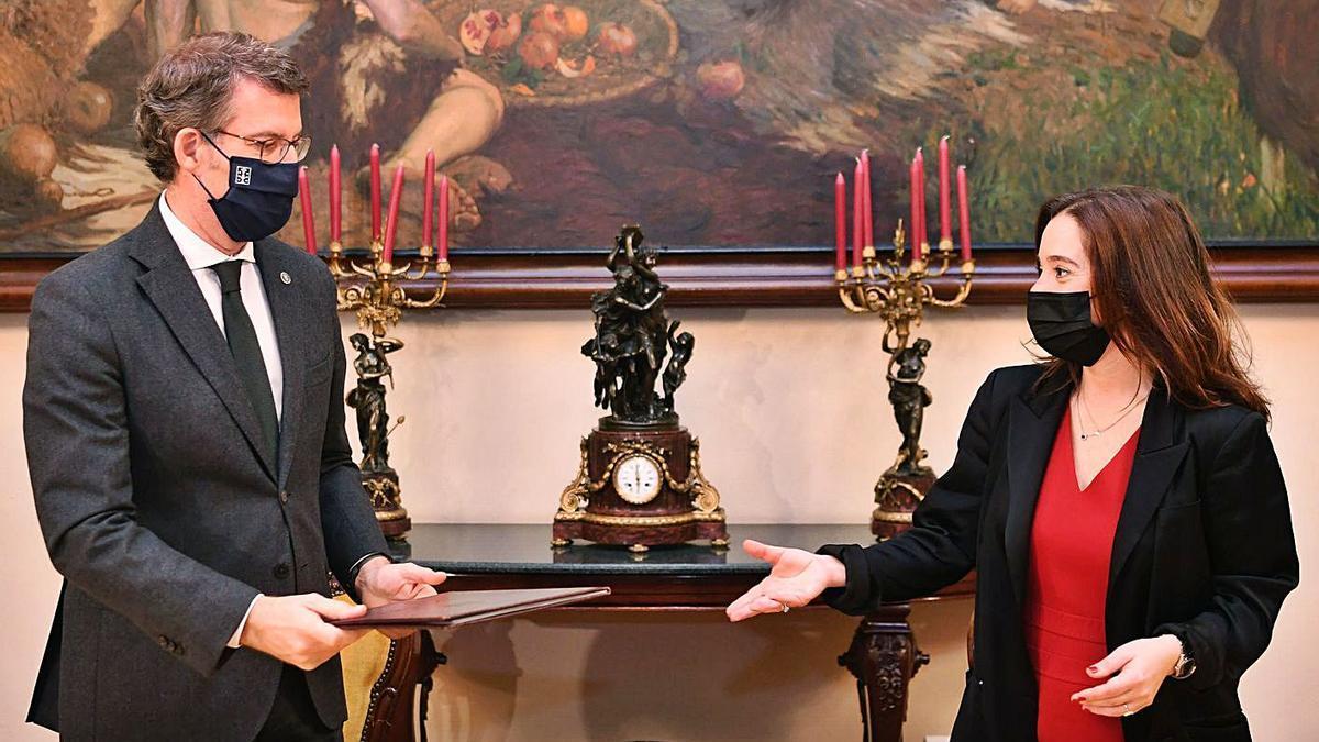El presidente de la Xunta, Alberto Núñez Feijóo, y la alcaldesa, Inés Rey, el pasado febrero. |   // CARLOS PARDELLAS