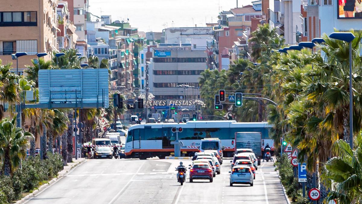 The level crossing of the TRAM of Beniardà avenue in Benidorm.