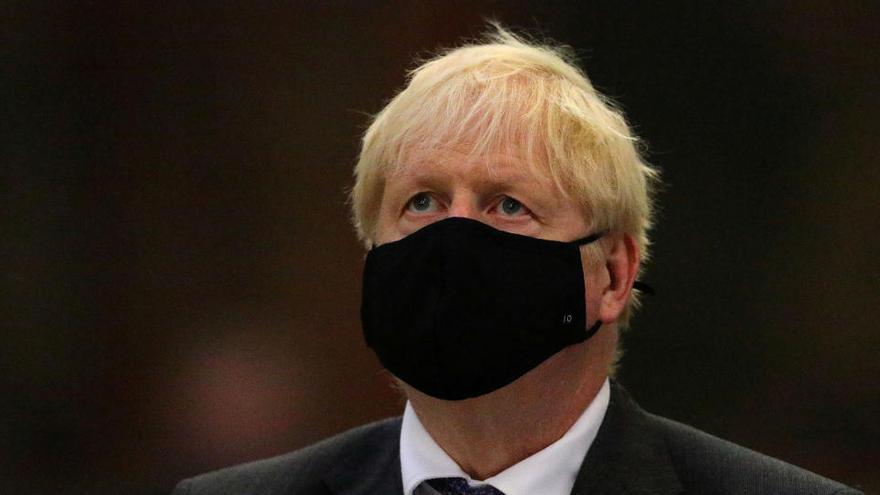 """El Reino Unido está en un """"punto crítico"""" de la pandemia, advierten los científicos"""