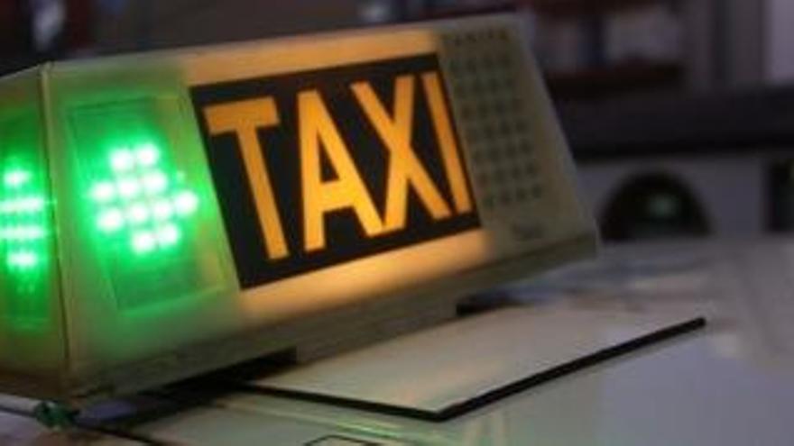Arresten un regidor del PSC per atracar a punta de pistola un taxi a Barcelona