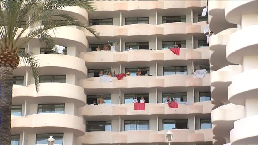 Los ruidos y actos vandálicos de los jóvenes alojados en el hotel covid obligan a intervenir a la Policía Local
