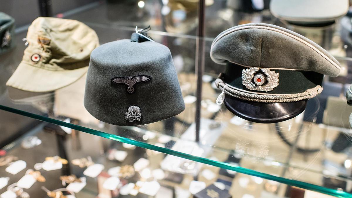 Gorros nazis en el museo de Historia de Berlín.