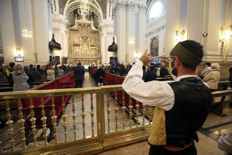 La basílica del Pilar recibe a los zaragozanos con aforo reducido y medidas de seguridad