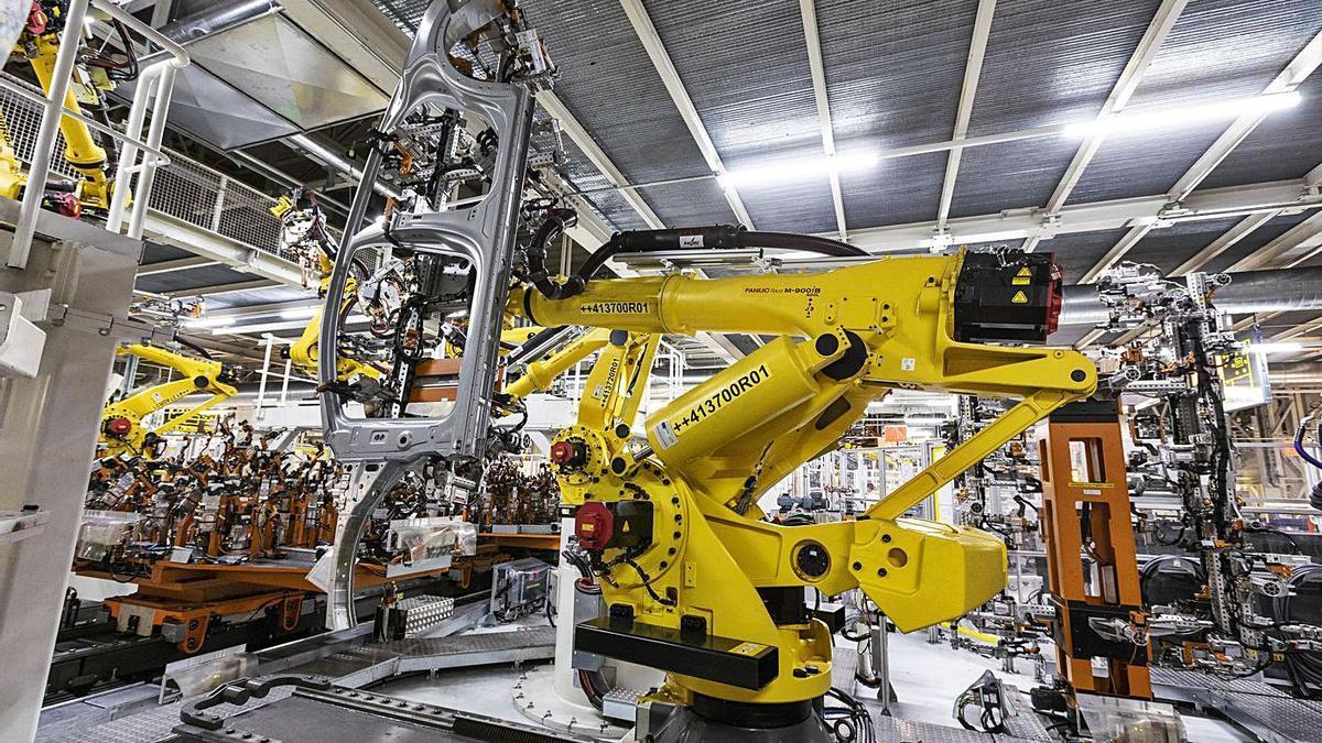 Un robot de la cadena de muntatge a la planta de Seat de Martorell