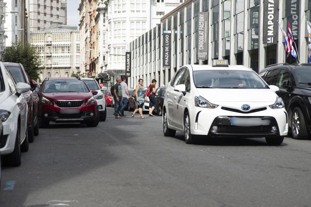 Policías locales informan a conductores y sancionan las infracciones más graves.