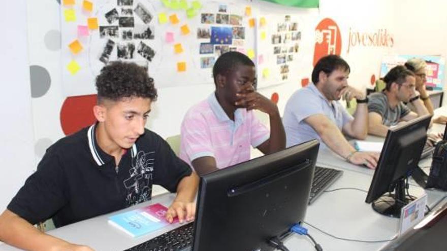 Jovesolides promou l'ocupació de joves al barri de La Coma