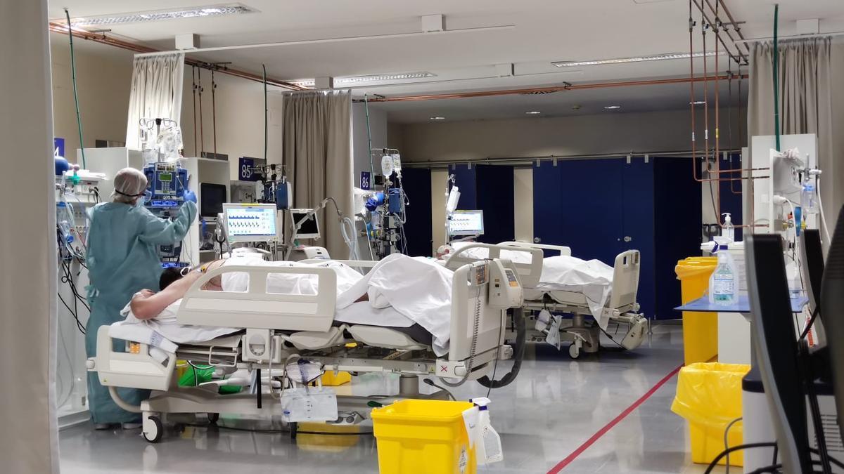 Área de enfermos críticos del HUCA.