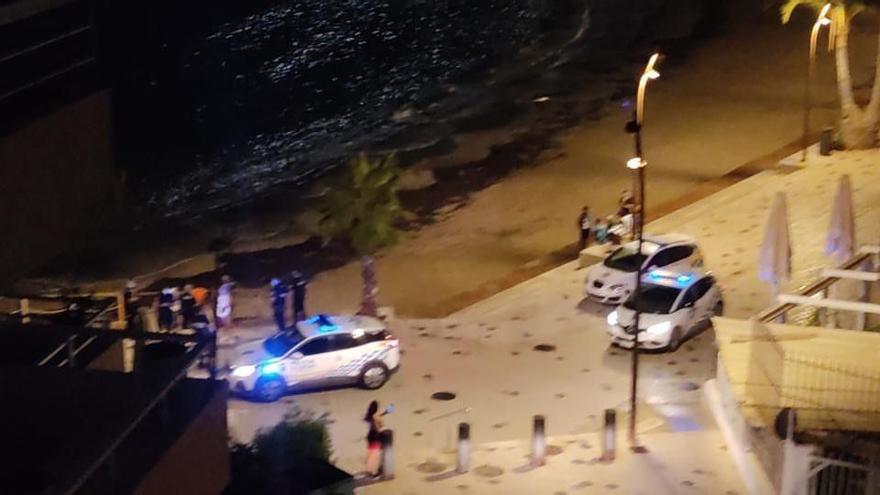 Denuncian botellones y peleas cada noche en la playa de ses Figueretes de Ibiza