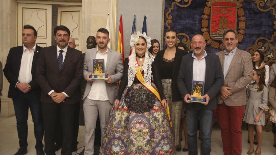 Las comisiones de Sèneca-Autobusos y La Ceràmica donan al Museo de Hogueras los ninots indultats 2018