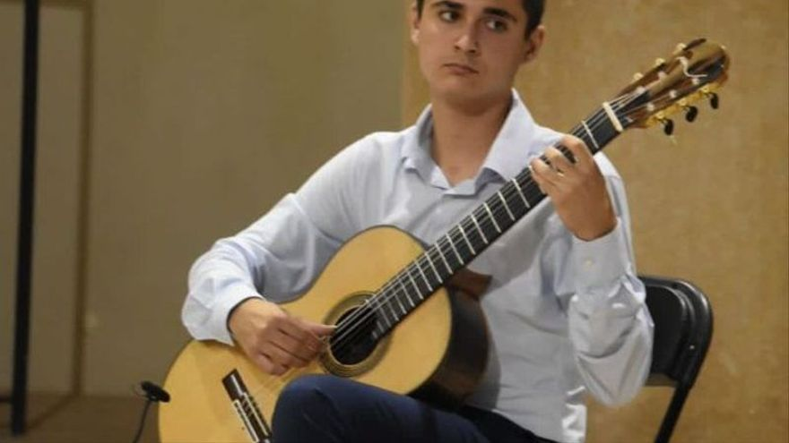 El guitarrista valenciano Ausiàs Parejo llega con un premio nacional a la semifinal del Tárrega