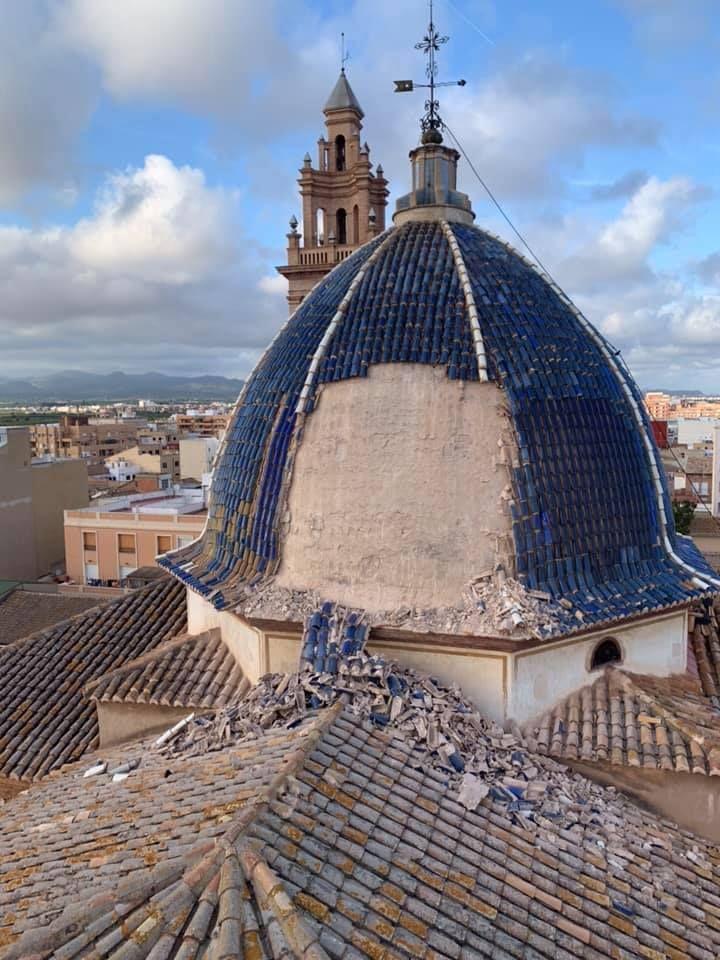 Se desprende parte de la cubierta de la cúpula de la iglesia de San Juan Apóstol de Massamagrell