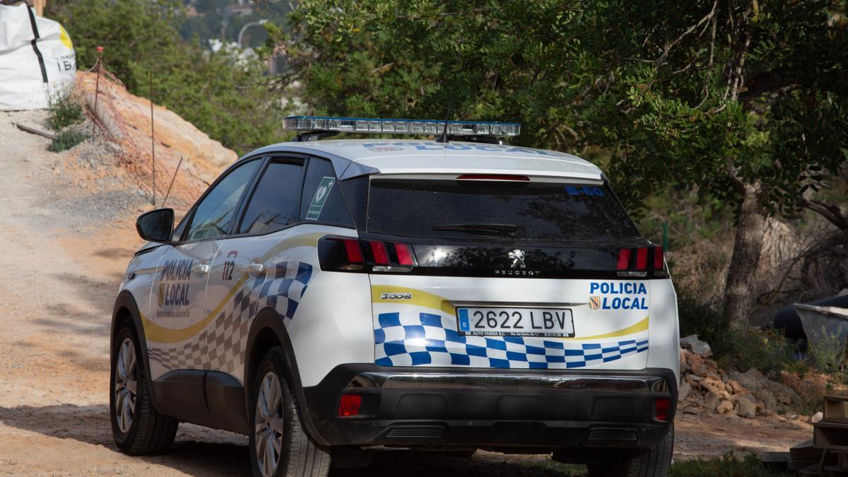 Un coche de la Policía Local de Santa Eulària, en una imagen de archivo.