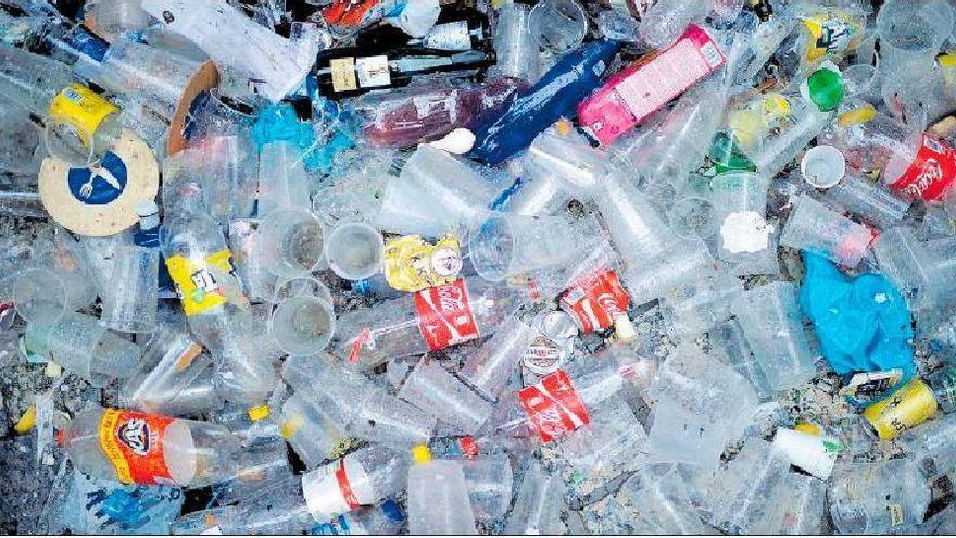 El coronavirus dispara la pandemia de los residuos plásticos en el mundo