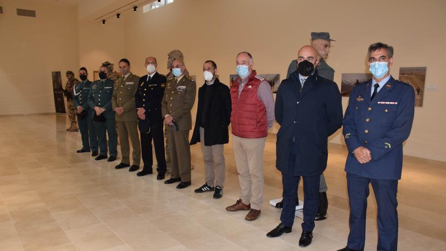"""El Ejército, aplaudido en Siero en la inauguración de la exposición """"Misión: Afganistán"""""""