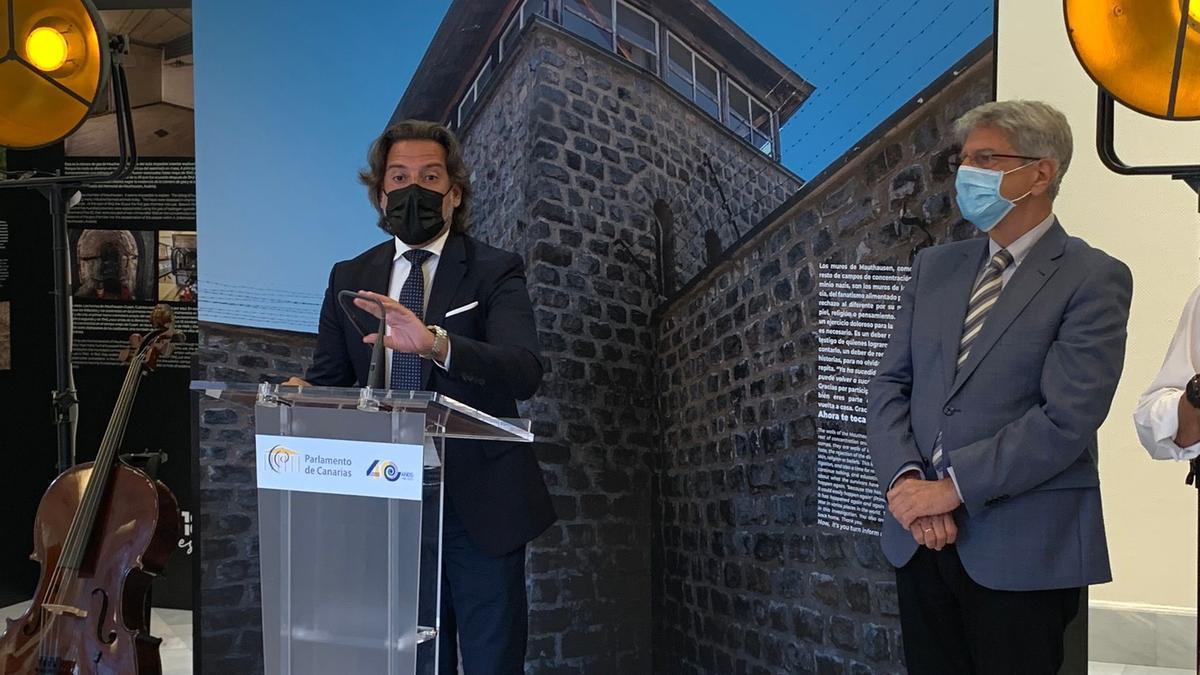 Presentación de la exposición '186 escalones, en memoria de los canarios de Mauthausen. 1945-2021', del escritor y periodista palmero Eduardo Cabrera