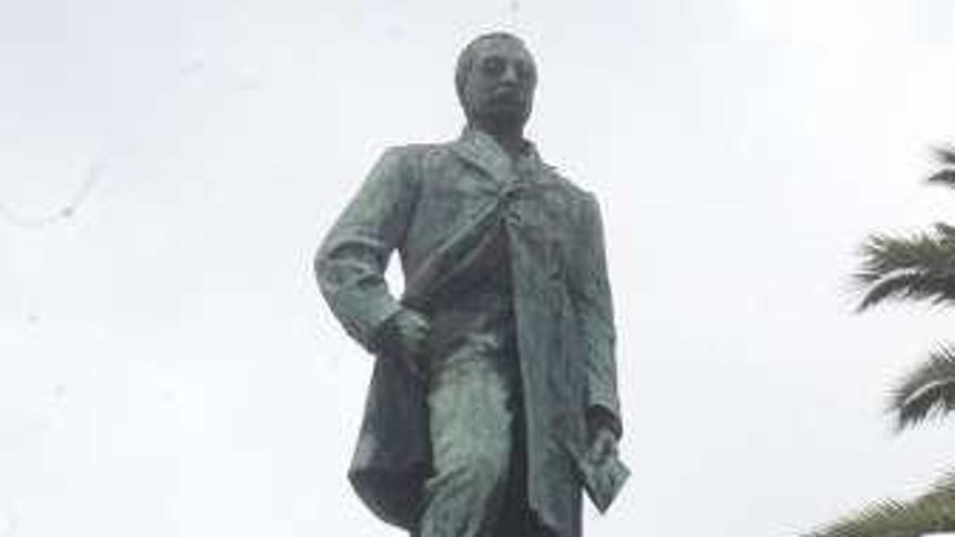 El Concello restaurará la estatua de Daniel Carballo en el Relleno