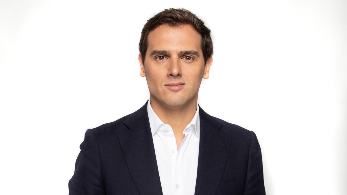 Albert Rivera, Licenciado en Derecho y Postgrado en Derecho Constitucional por ESADE.