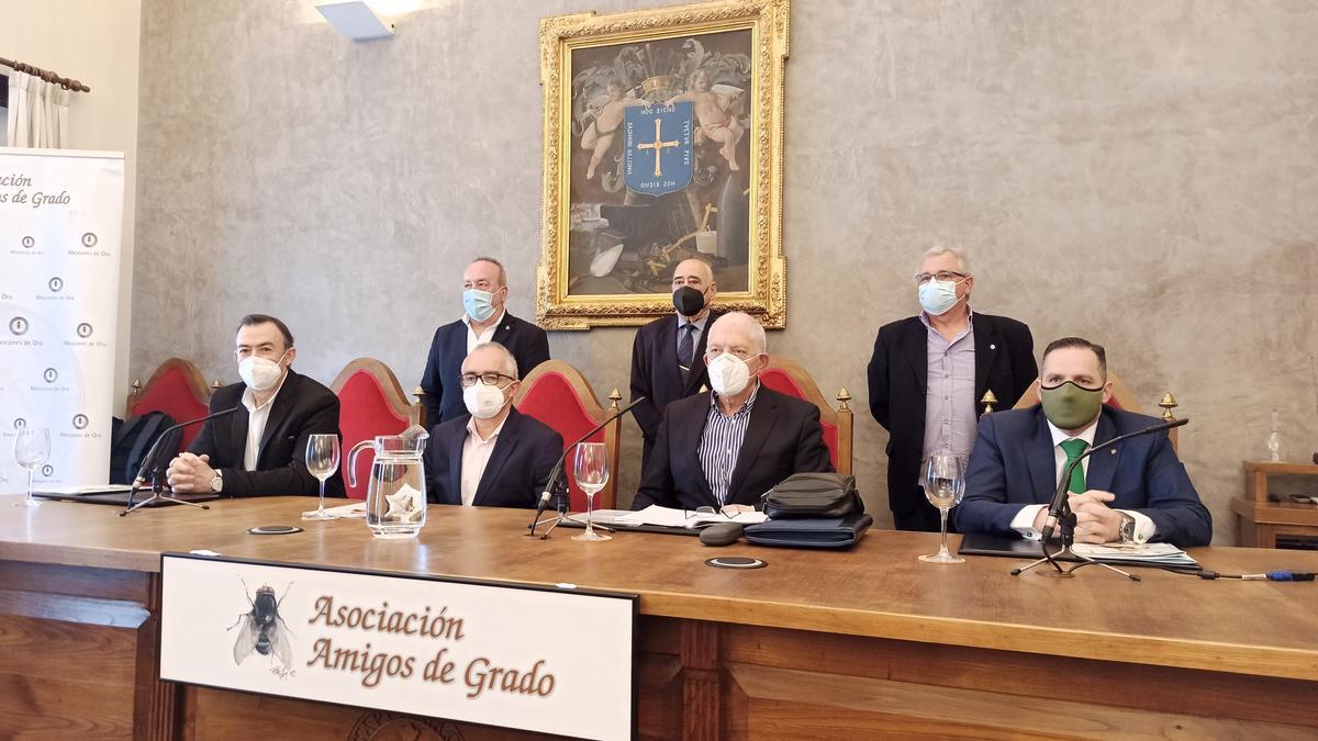 Sentados, de izquierda a derecha, José Luis Trabanco, Antón García, Ramón Rodríguez y José Manuel Vega. Detrás, por la izquierda, José Manuel Fernández, Claudio Menéndez de la Riera y Plácido Fernández.