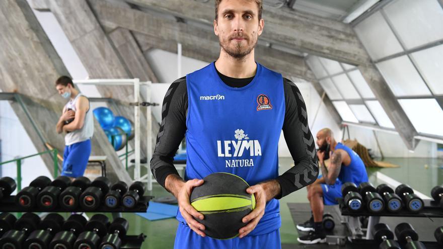 Javi Vega firma un año más con el Leyma Coruña