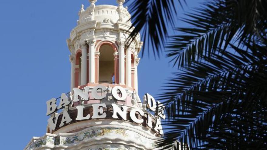Un agujero de 13 millones lleva ante el juez a exconsejeros del Banco de Valencia