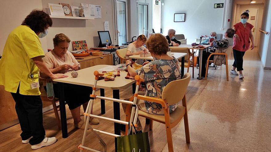 Les residències de gent gran flexibilitzen les restriccions a visitants